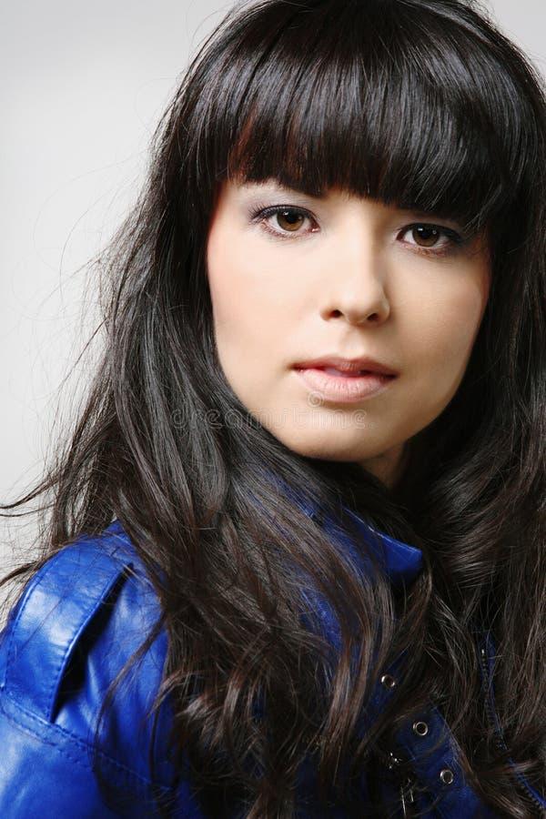 Jeune brunette attirant. photo libre de droits