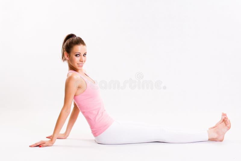 Jeune brunette attirant de forme physique. photo libre de droits