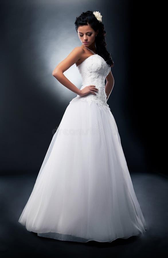 Jeune brunette attirant - fiancée. images stock