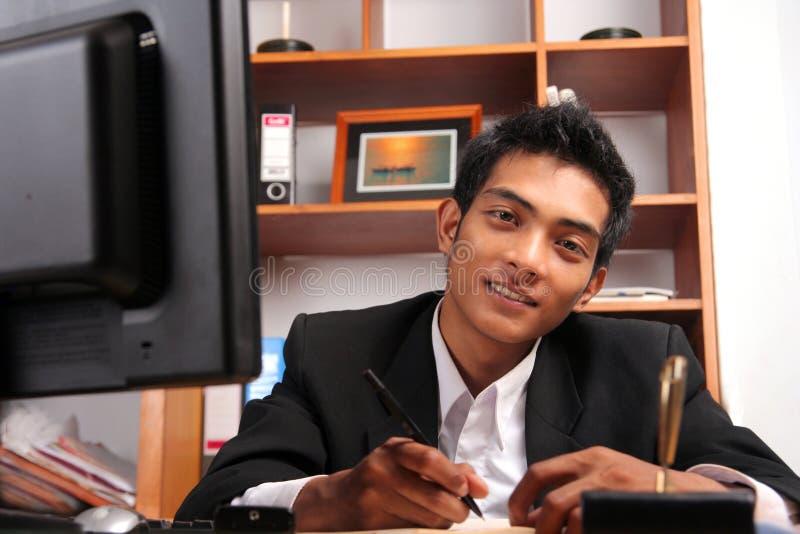 Jeune cadre d'affaires images stock