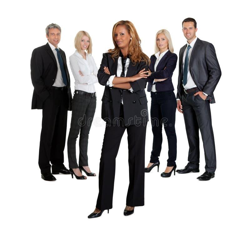 Jeune cadre d'affaires confiant avec son équipe image libre de droits