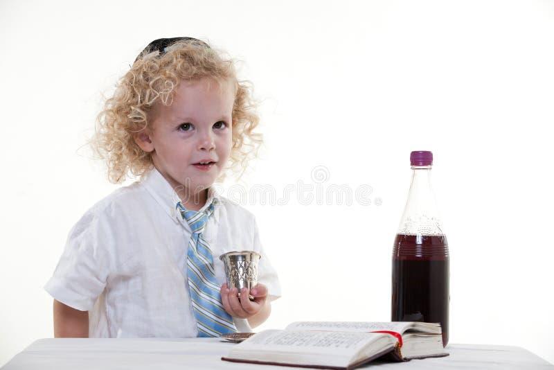 Jeune Caucasien juif d'une chevelure bouclé photographie stock libre de droits