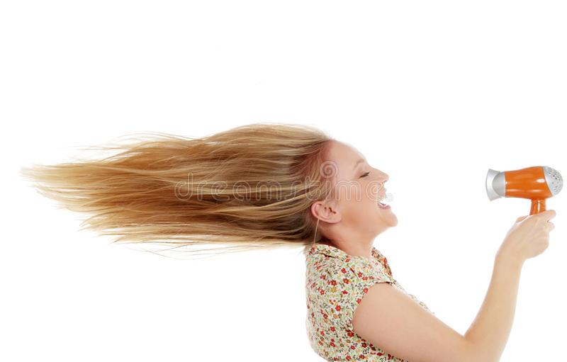 Jeune cheveu de séchage femelle photo libre de droits