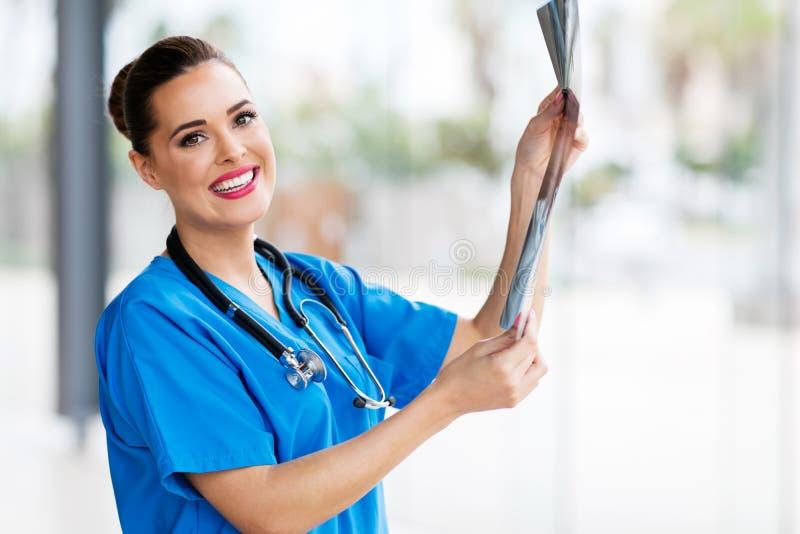 Jeune chirurgien médical photographie stock libre de droits