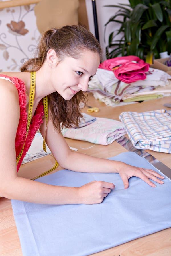 Jeune couturier photos libres de droits