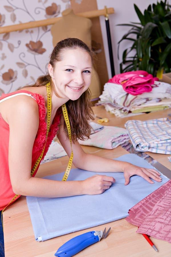 Jeune couturier photographie stock libre de droits