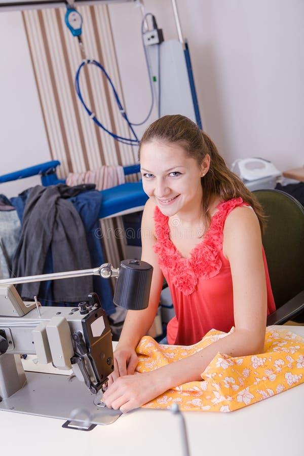 Jeune couturier images libres de droits