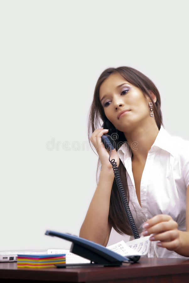 Jeune dame au bureau image libre de droits