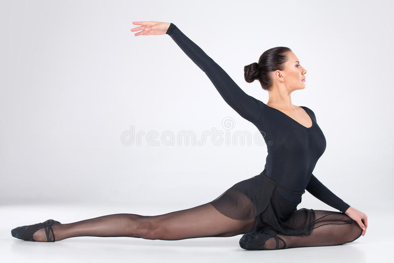 Jeune danse attrayante de danseur classique. photos libres de droits
