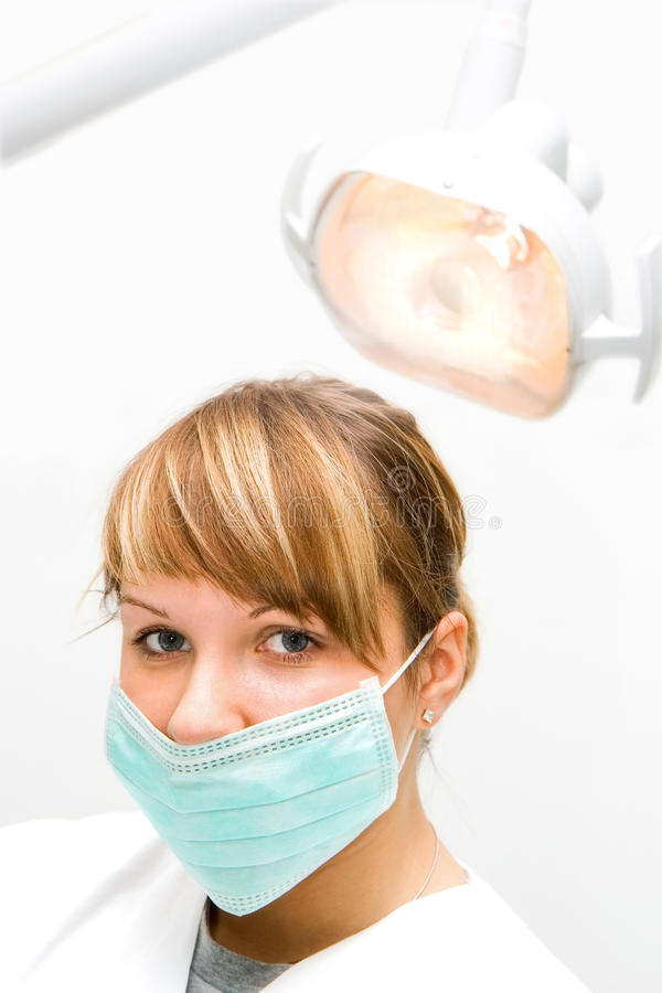 Jeune dentiste photo stock