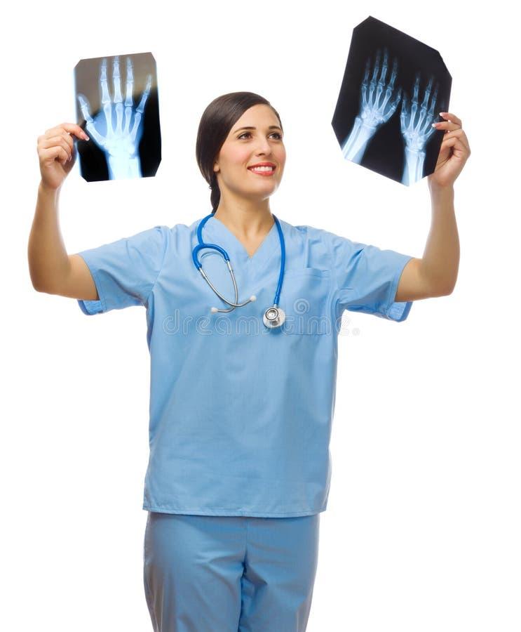 Jeune docteur avec des rayons X photographie stock libre de droits
