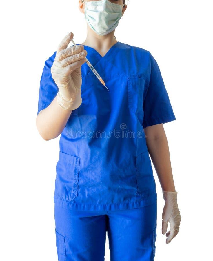 Jeune docteur féminin inconnu dans l'uniforme médical bleu tenant un sy photo libre de droits