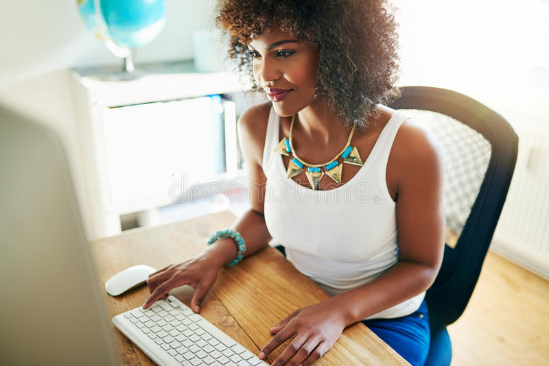 Jeune entrepreneur élégant d'Afro-américain photo libre de droits