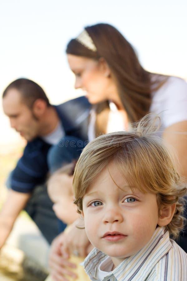 Jeune famille image stock