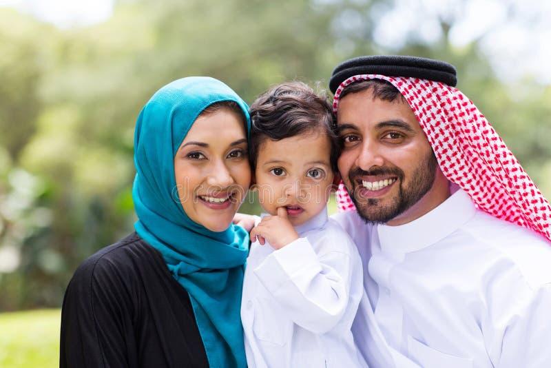 Jeune famille Arabe images stock