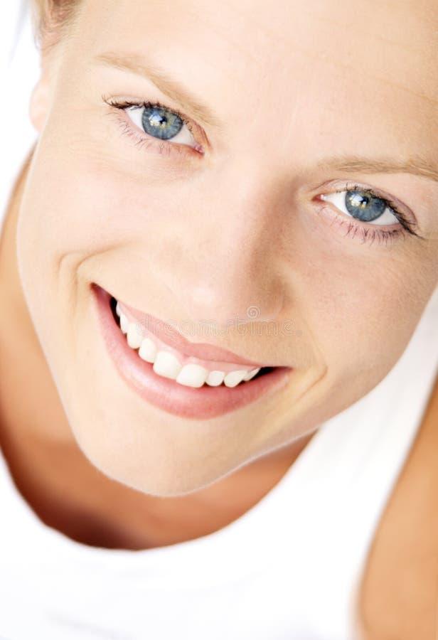 Jeune femelle de sourire image stock