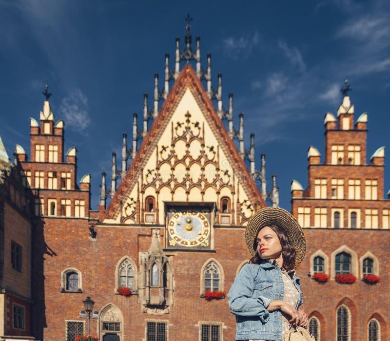Jeune femme à Wroclaw photo stock