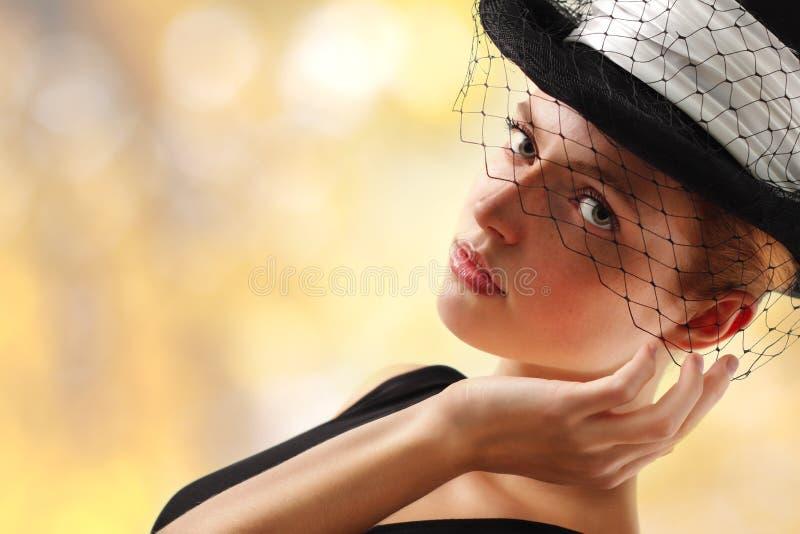 Jeune femme élégante photographie stock
