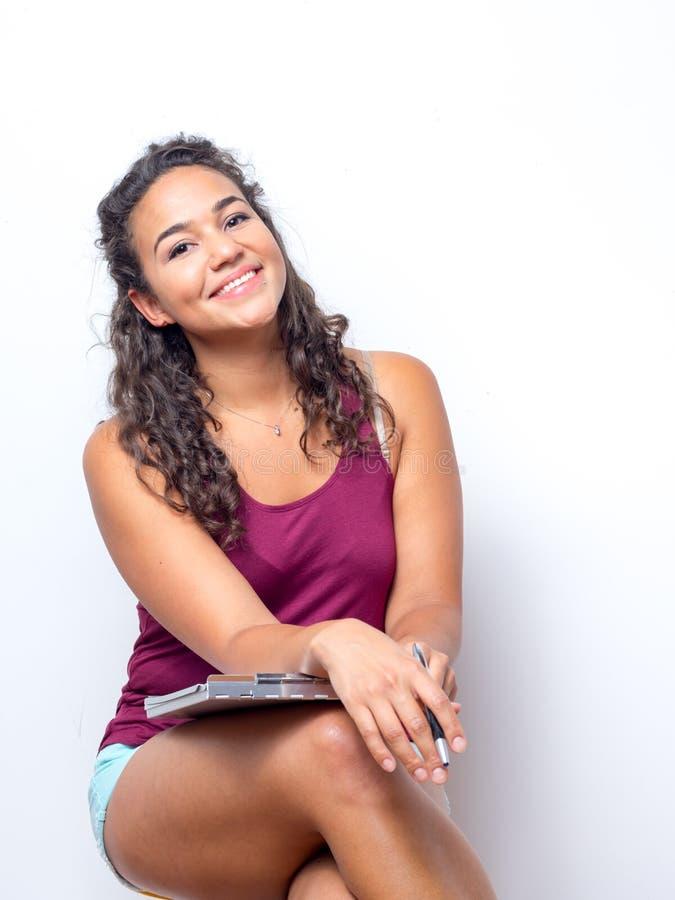Jeune femme américaine avec de belles configurations photo stock