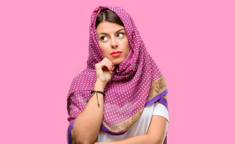 Jeune femme arabe photo stock