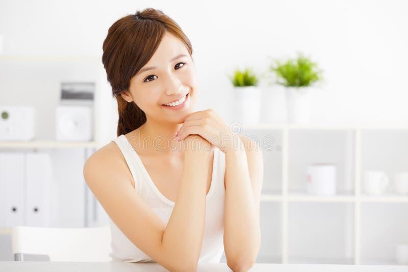 Jeune femme asiatique avec la peau propre photos libres de droits