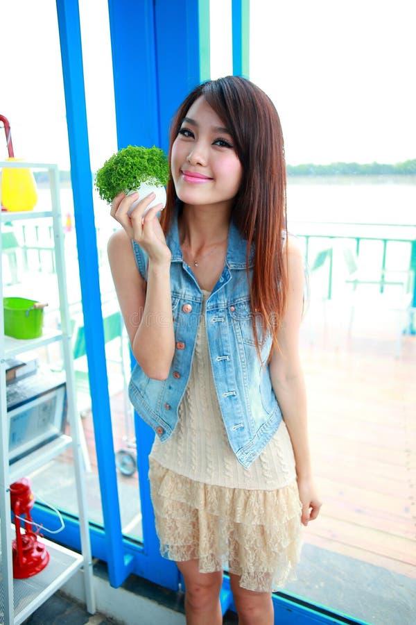 Jeune femme asiatique célibataire photos libres de droits