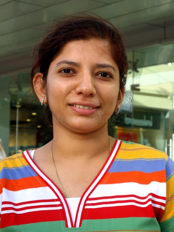 Jeune femme asiatique heureuse image libre de droits