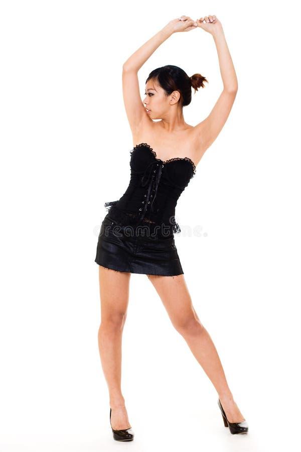Jeune femme asiatique magnifique balançant son gratte-cul photo libre de droits