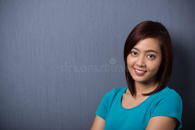 Jeune femme asiatique sincère attirante images libres de droits