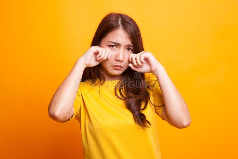 Jeune femme asiatique triste et cri photographie stock libre de droits