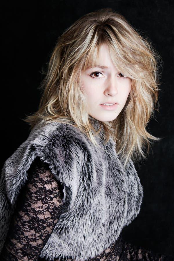 Jeune femme assez blonde photo libre de droits