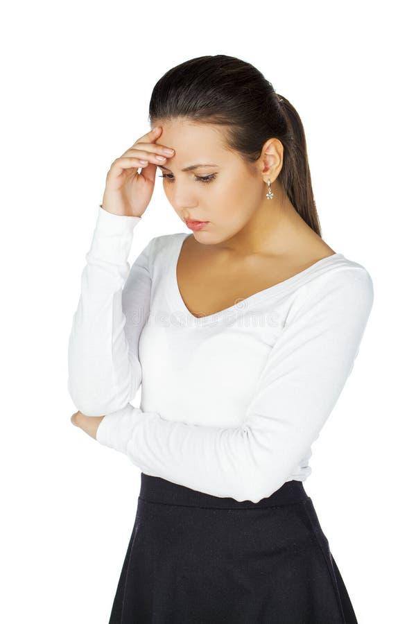 Jeune femme atractive soumise à une contrainte et déprimée de brune, d'isolement image libre de droits