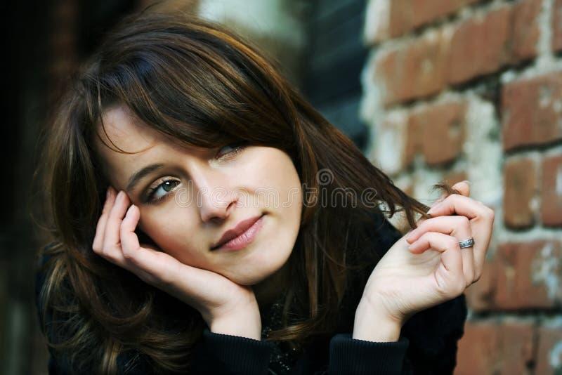 Jeune femme attirante. photo libre de droits