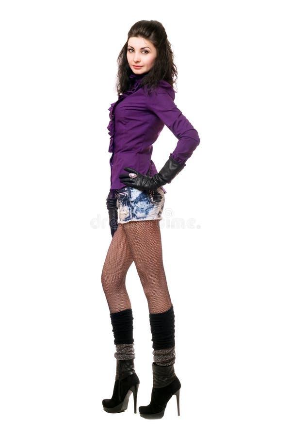 Jeune femme attirante dans une jupe de denim image stock