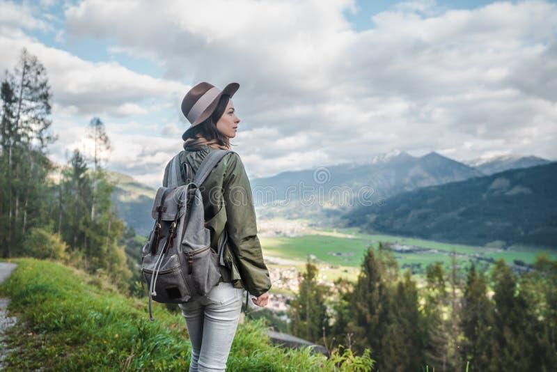 Jeune femme attirante en Autriche images stock