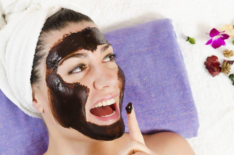 Masque de massage facial de chocolat photo libre de droits