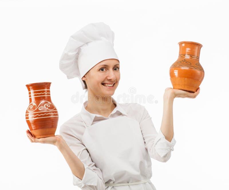 Jeune femme attirante tenant des cruches d'argile image stock