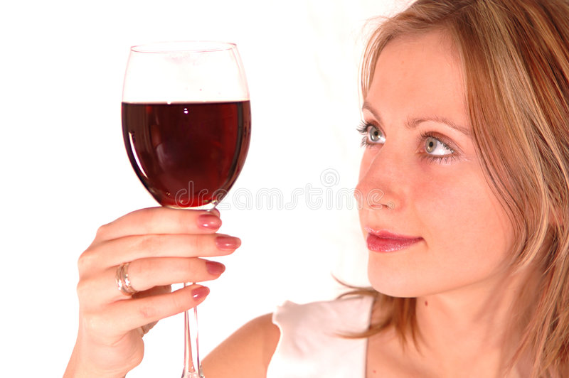 Jeune femme avec la glace de vin photo libre de droits