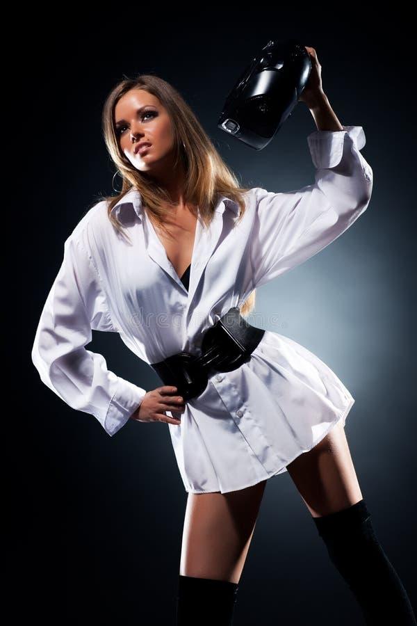 Jeune femme avec la mode par radio photo stock