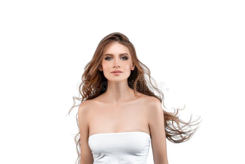 Jeune femme avec la peau de beauté et coiffure de beauté d'isolement sur le wh photo libre de droits
