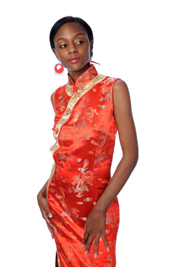 Jeune femme avec la robe traditionnelle image stock