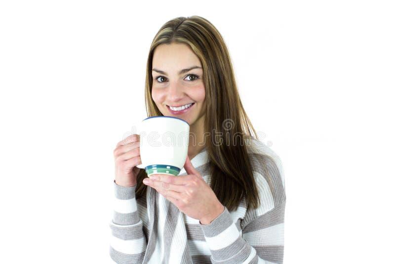 Jeune femme avec la tasse image stock