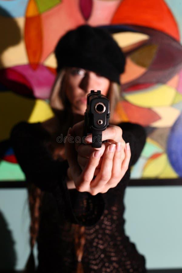 Jeune femme avec le canon images stock