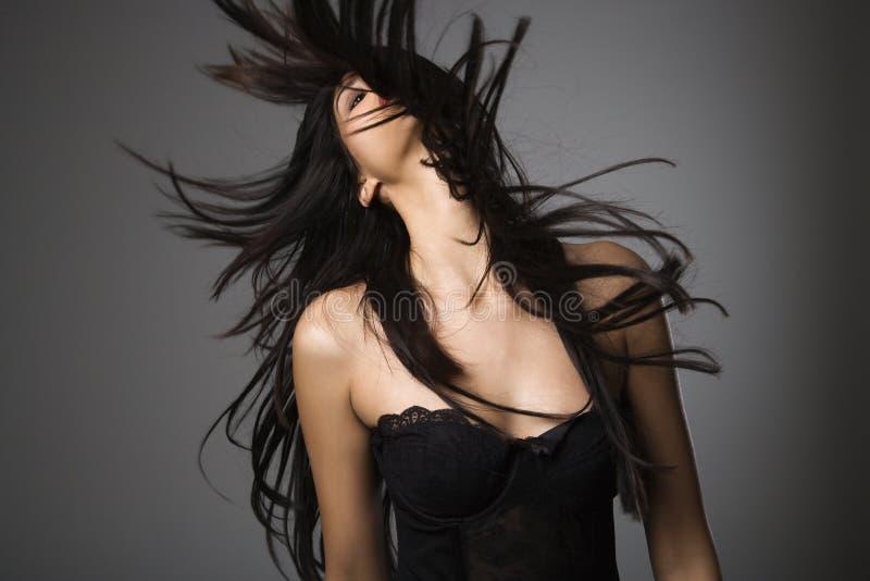 Jeune femme avec le long cheveu. photo libre de droits