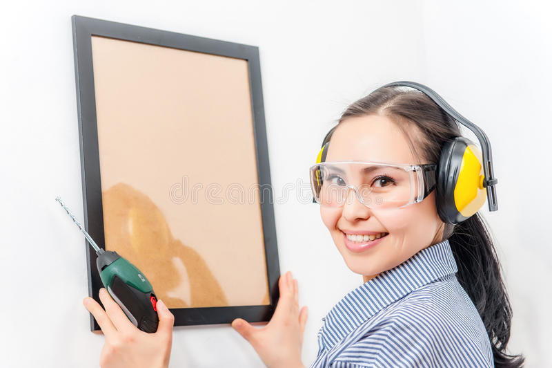 Jeune femme avec un foret images libres de droits