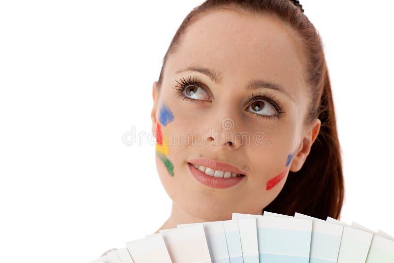 Jeune femme avec un guide de couleur. photo libre de droits