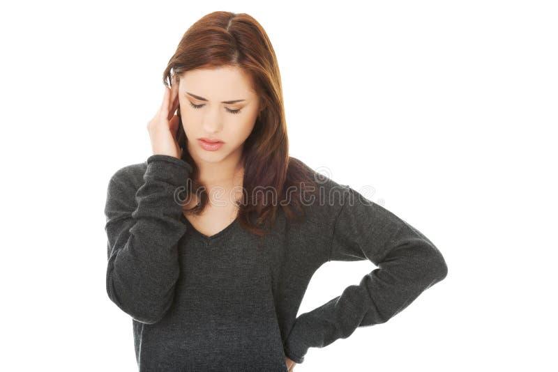 Jeune femme avec un mal de tête photo libre de droits