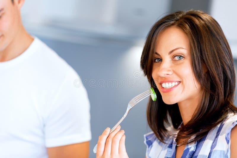 Jeune femme avec une fourchette photographie stock libre de droits