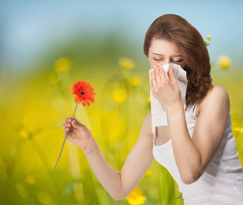 Jeune femme ayant l'allergie photographie stock libre de droits