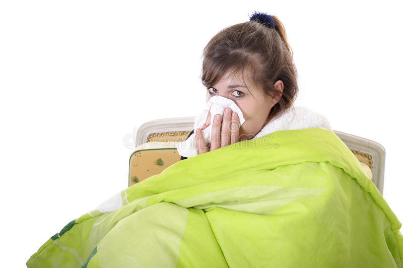 Jeune femme ayant un rhume image stock
